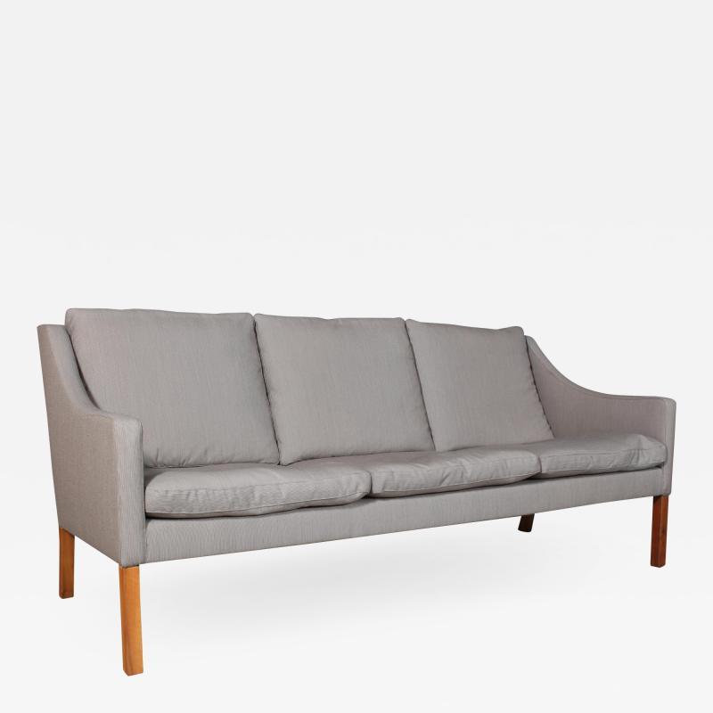 B rge Mogensen Borge Mogensen B rge Mogensen Three pers sofa model 2209 in gray Square fabric