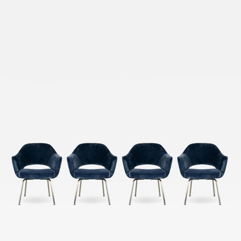 Design Fr res Set of 4 Gorgeous Velvet Upholstered Eero Saarinen Chairs
