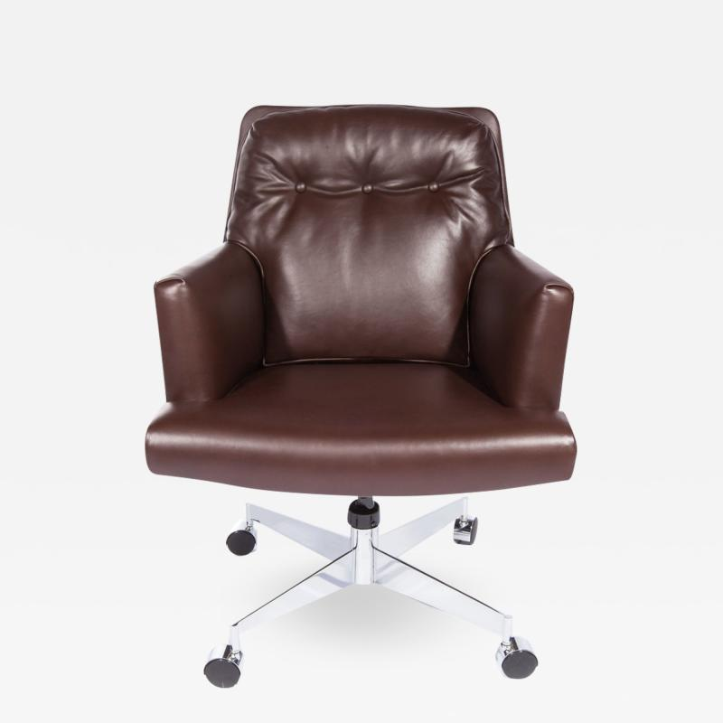 Dunbar Leather and Chrome Executive Swivel Chair by Dunbar Circa 1960s