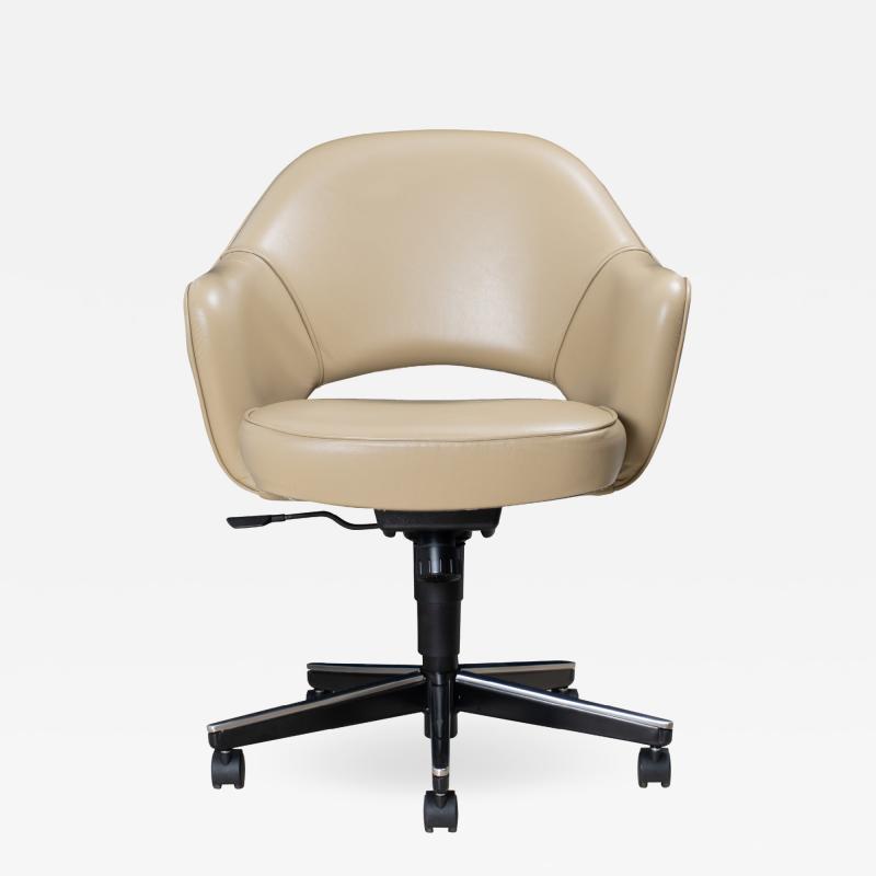 Knoll Saarinen Executive Arm Chair in Leather Swivel Base by Eero Saarinen for Knoll