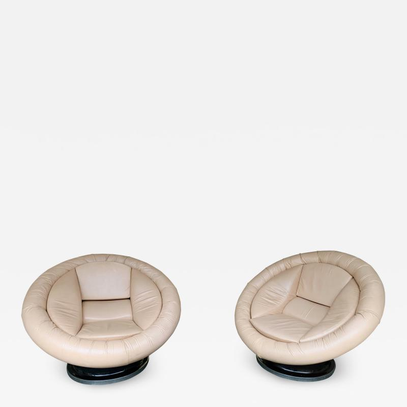 Saporiti Pair of Large Space Age Leather Armchairs by Saporiti Italy 1970s