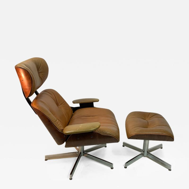 Selig Furniture Co STYLISH MID CENTURY LOUNGE CHAIR AND OTTOMAN BY SELIG