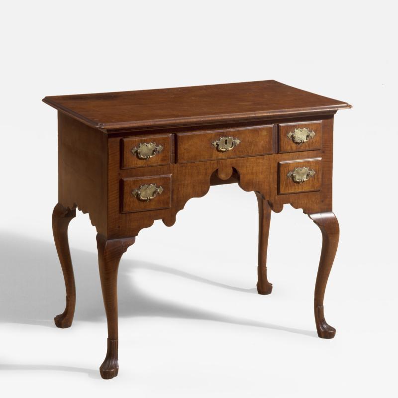 Philadelphia curly maple dressing table for Furniture r us philadelphia