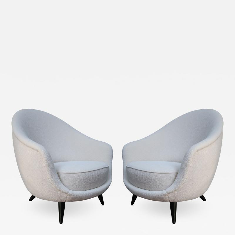 A pair of White wool upholstery and Wood legs italian armchairs 1960