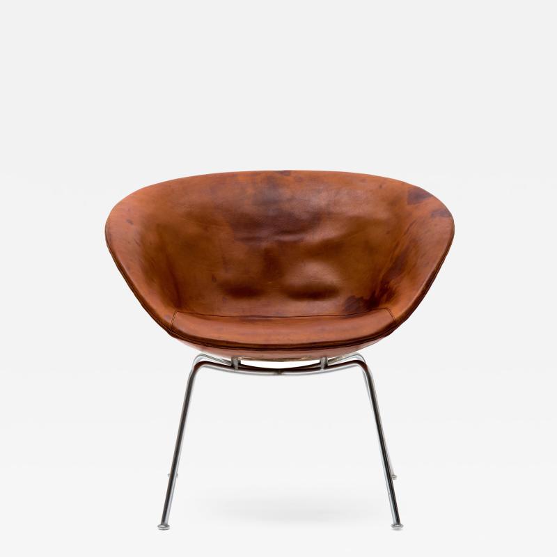 Arne Jacobsen Arne Jacobsen Pot Chair in Distressed Original Fritz Hansen Cognac Leather
