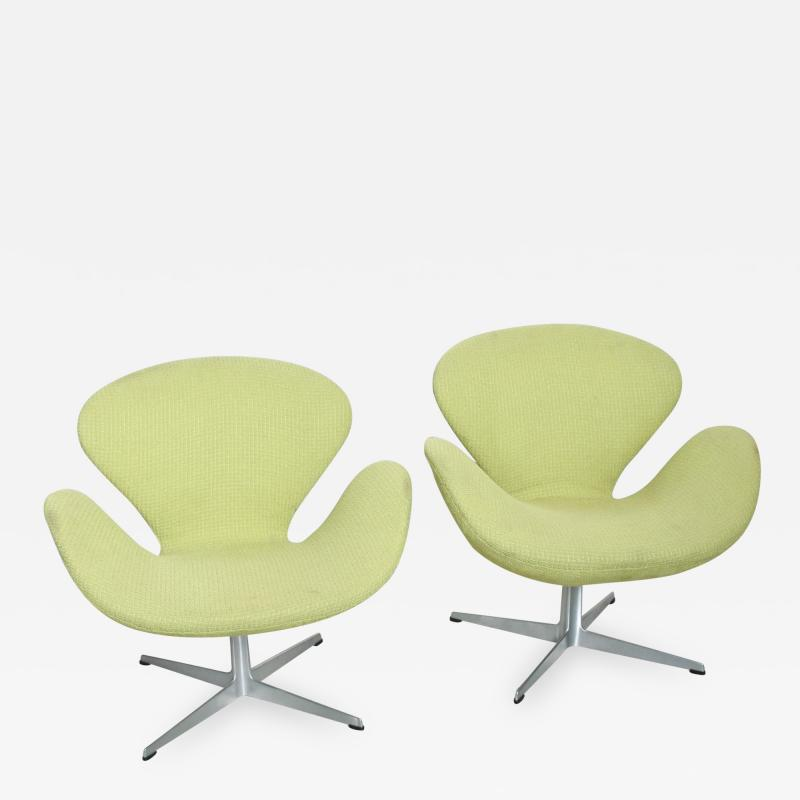 Arne Jacobsen Mid Century Modern Original Iconic Swan Chairs Arne Jacobsen for Fritz Hansen
