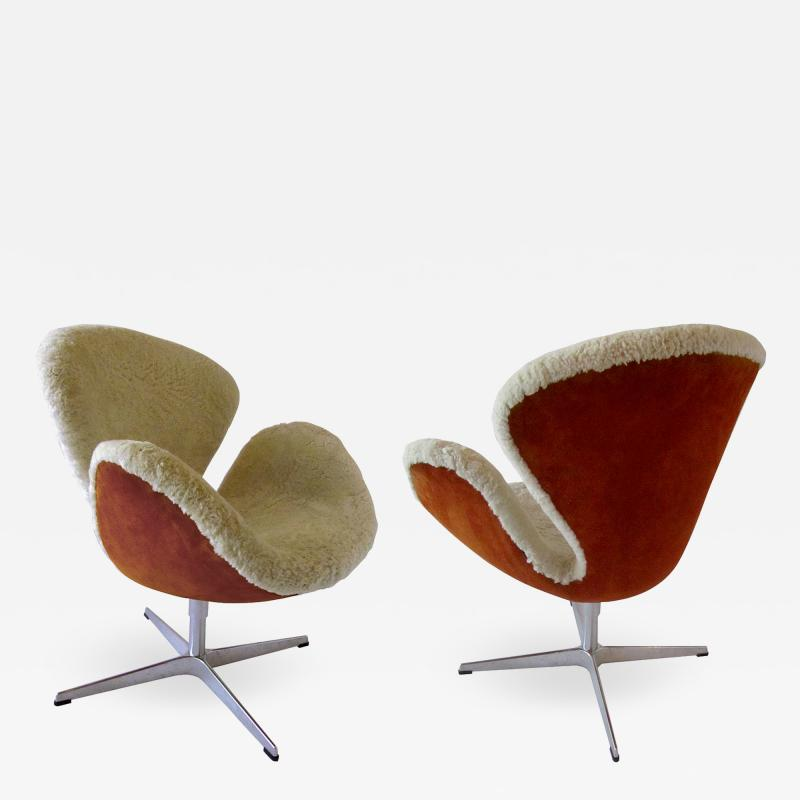 Arne Jacobsen Pair Arne Jacobsen Limited Edition Shearling and Suede Swan Chairs