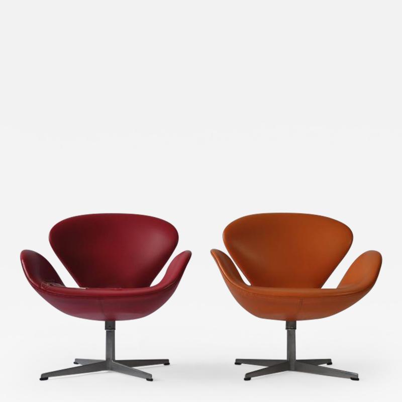 Arne Jacobsen Pair of Swan Chairs by Arne Jacobsen for Fritz Hansen