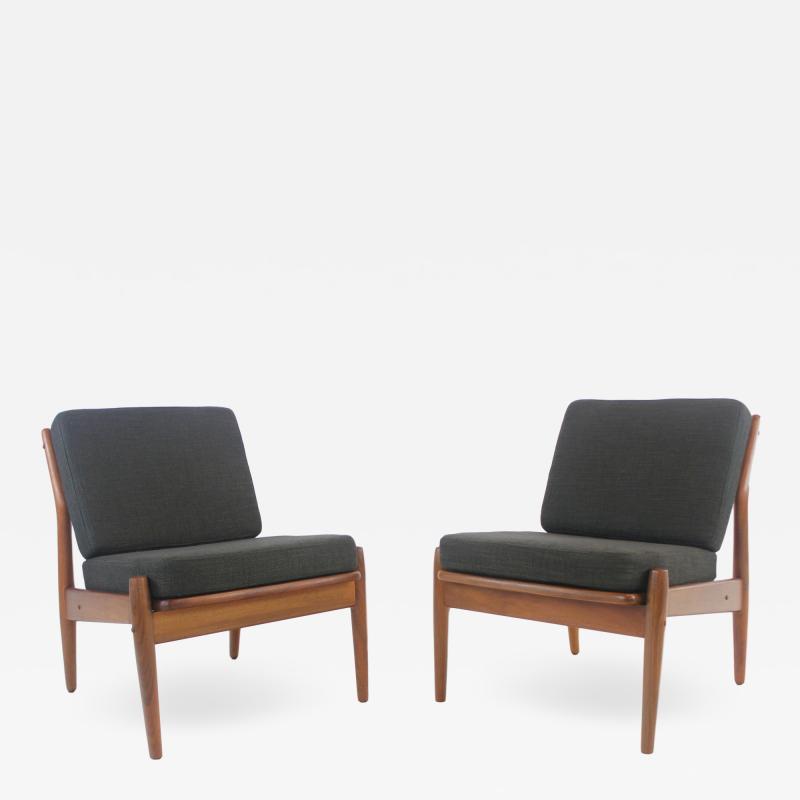 Arne Vodder Pair of Scandinavian Modern Easy Chairs Designed by Arne Vodder