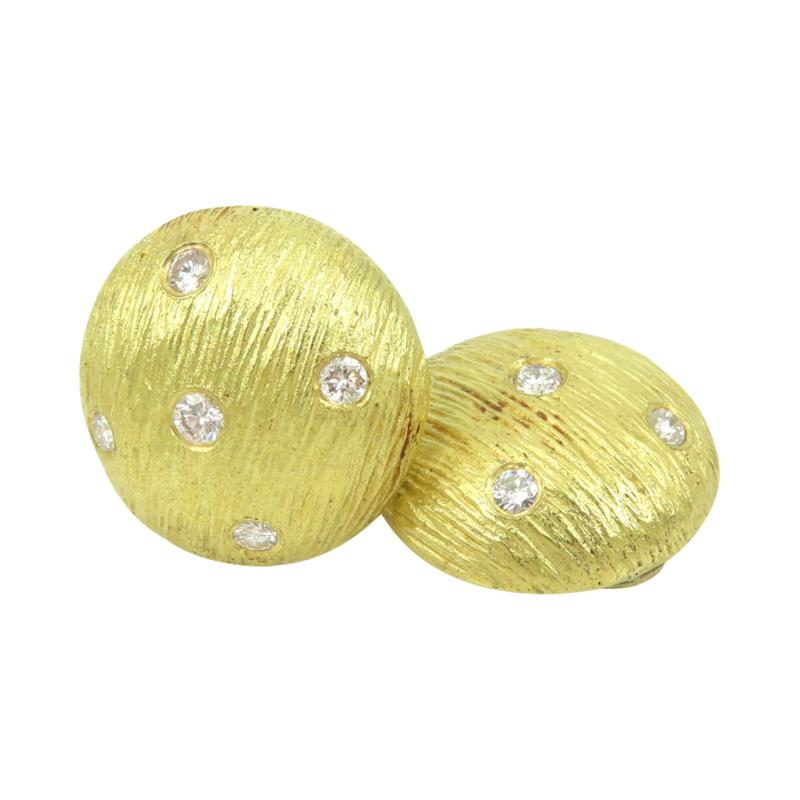Button earrings with diamonds