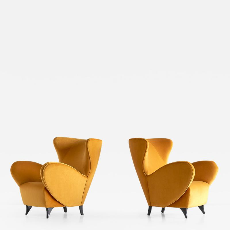 Carlo Mollino Sculptural Pair of Turin School Wingback Armchairs in Gold Velvet Italy 1940s