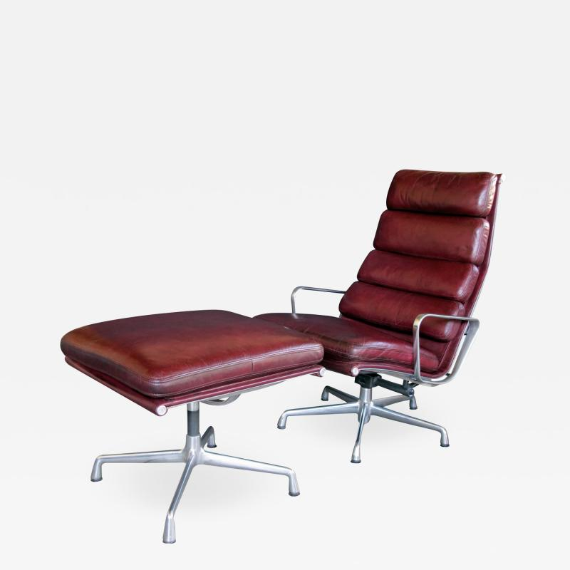 Charles Eames Eames for Herman Miller Executive Soft Pad Tilt swivel Lounge Chair and Ottoman