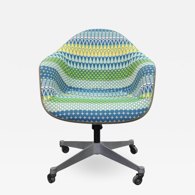 Charles and Ray Eames Eames for Herman Miller Fiberglass Shell DAT 1 Office Chair