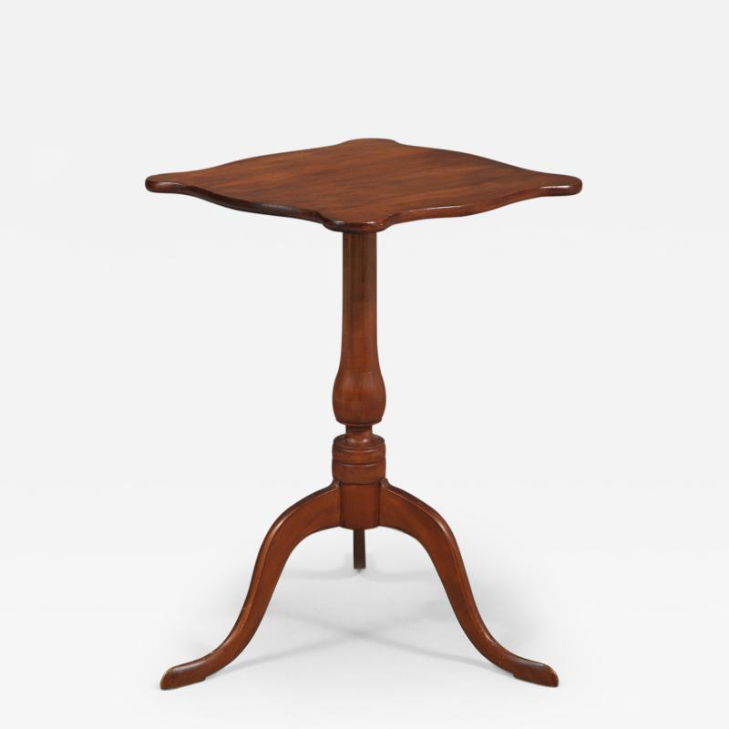 Chippendale Serpentine Top Candlestand