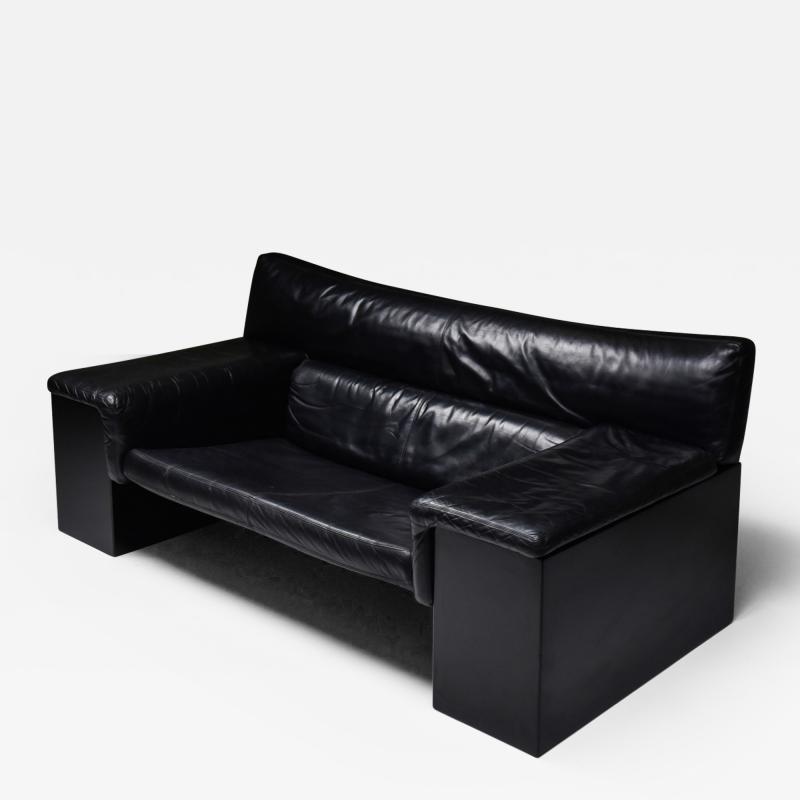 Cini Boeri Black Leather Italian design Cini Boeri Brigadier loveseats for Knoll 1980s