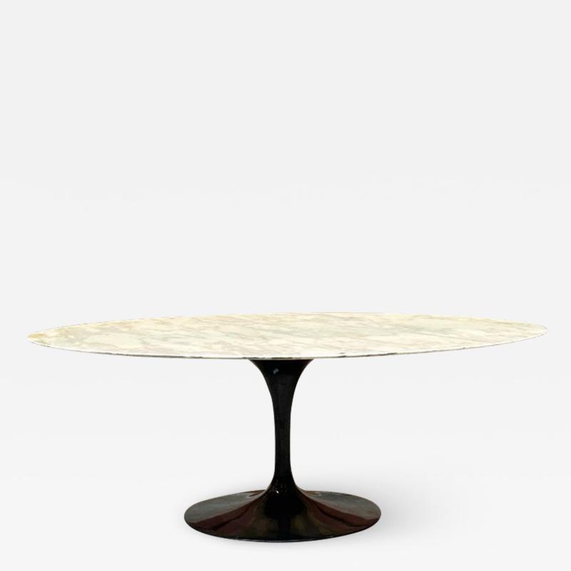 Eero Saarinen Round marble table mod Tulip by Eero Saarinen and produced by Knoll 1956