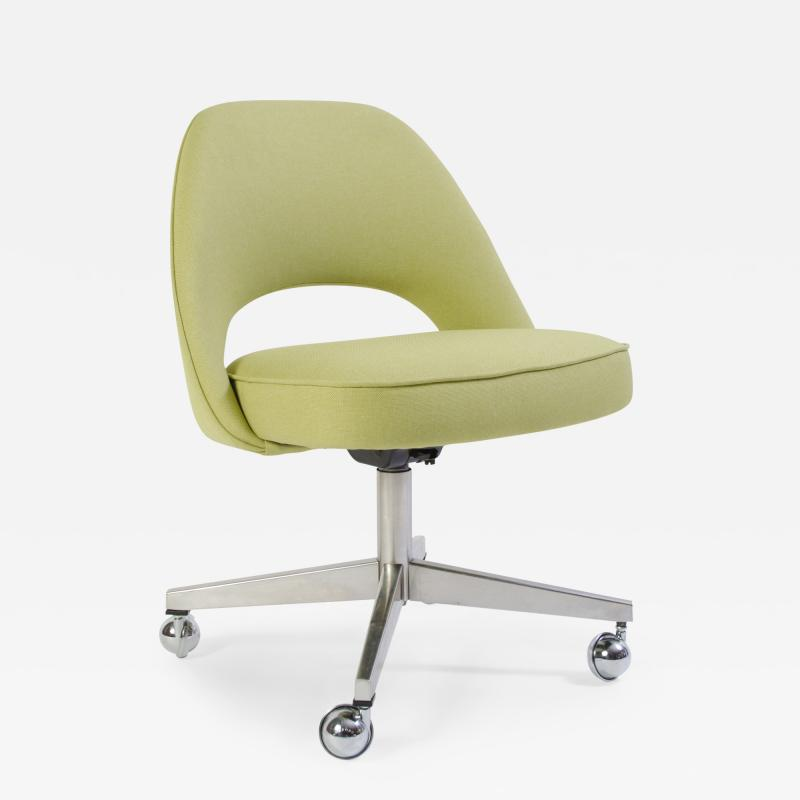 Eero Saarinen Saarinen Executive Armless Chair with Swivel Base in Green