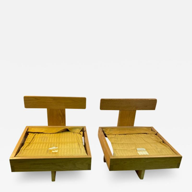 Frank Lloyd Wright MODERN ARCHITECTURAL PAIR OF CHAIRS IN THE MANNER OF FRANK LLOYD WRIGHT
