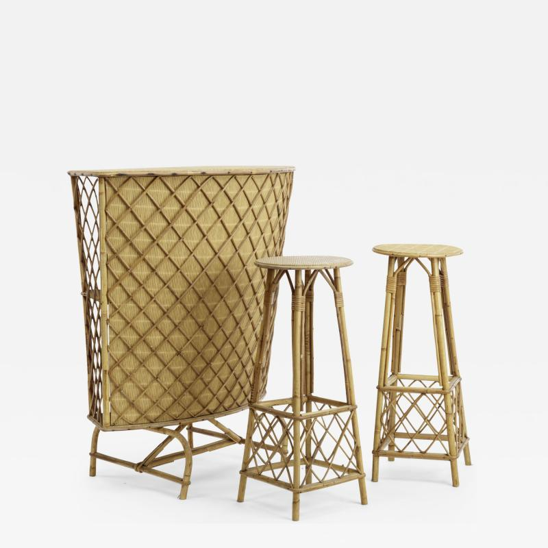 French Riviera witty rattan bar and its pair of bar stools