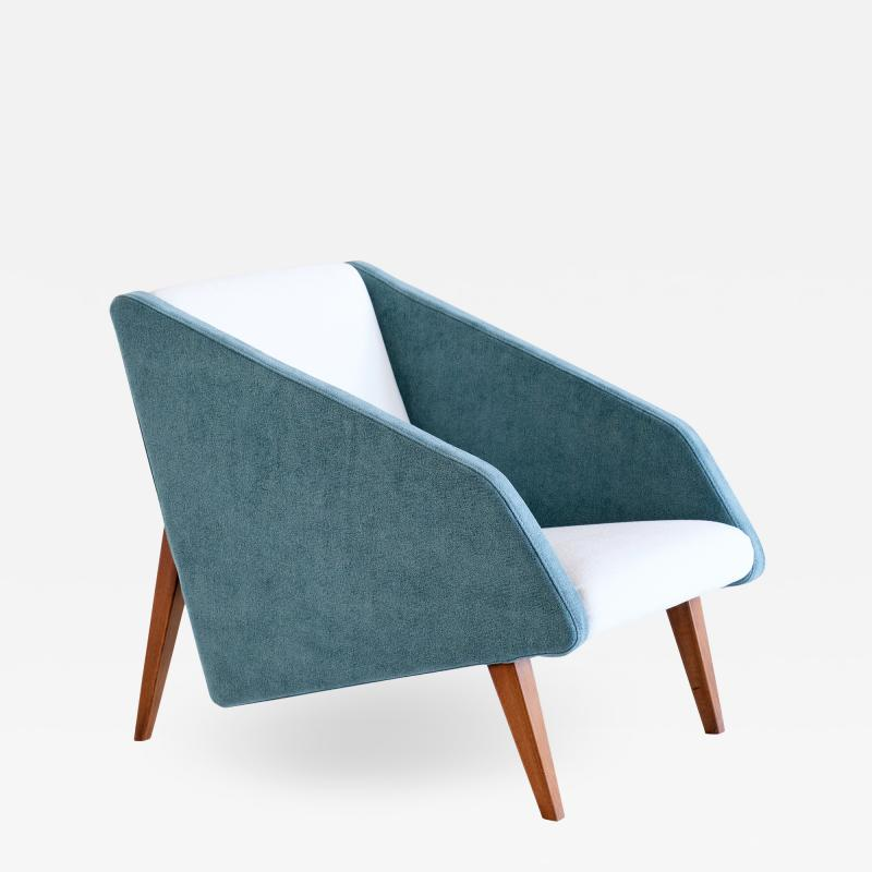 Gio Ponti Gio Ponti Attributed Armchair in Leli vre Fabric and Beech Italy Late 1950s