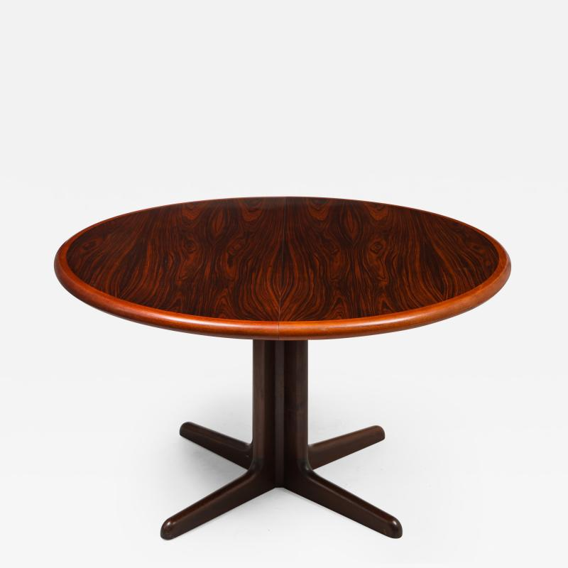 Gudme M belfabrik Danish Modern rosewood dining table with two leaves by Gudme Mobelfabrik