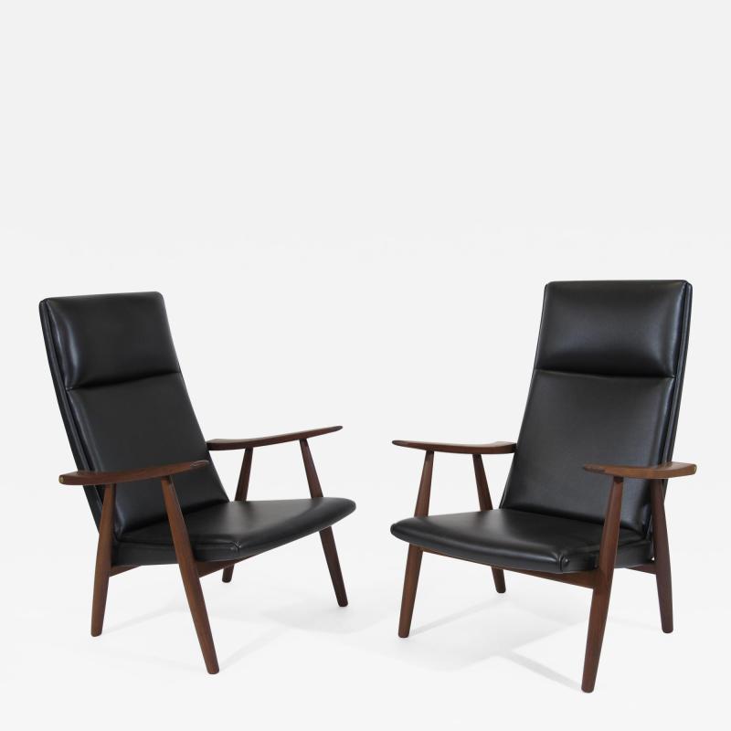 Hans Wegner Hans Wegner 260 High back Lounge Chairs in New Black Leather a Pair
