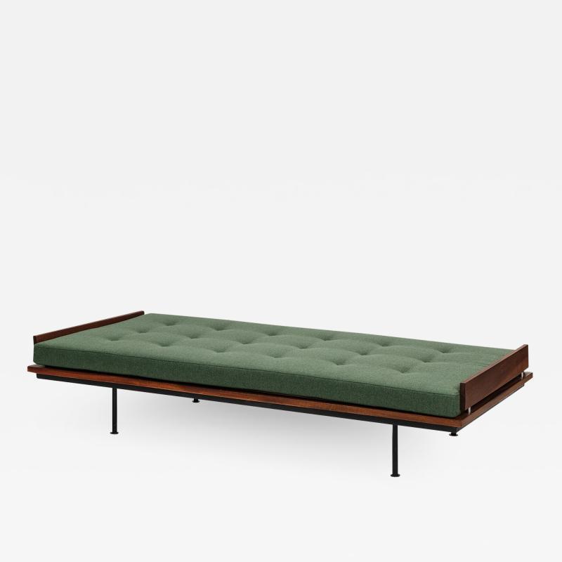 Kurt Thut Kurt Thut Daybed with in green covered mattress 1960