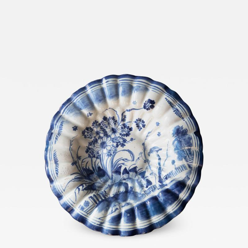 LATE 17TH CENTURY CIRCULAR FRUIT DISH WITH FLUTED EDGES