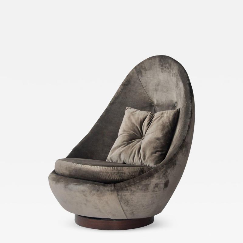 Milo Baughman Rare Large Scale Milo Baughman Swivel Chair