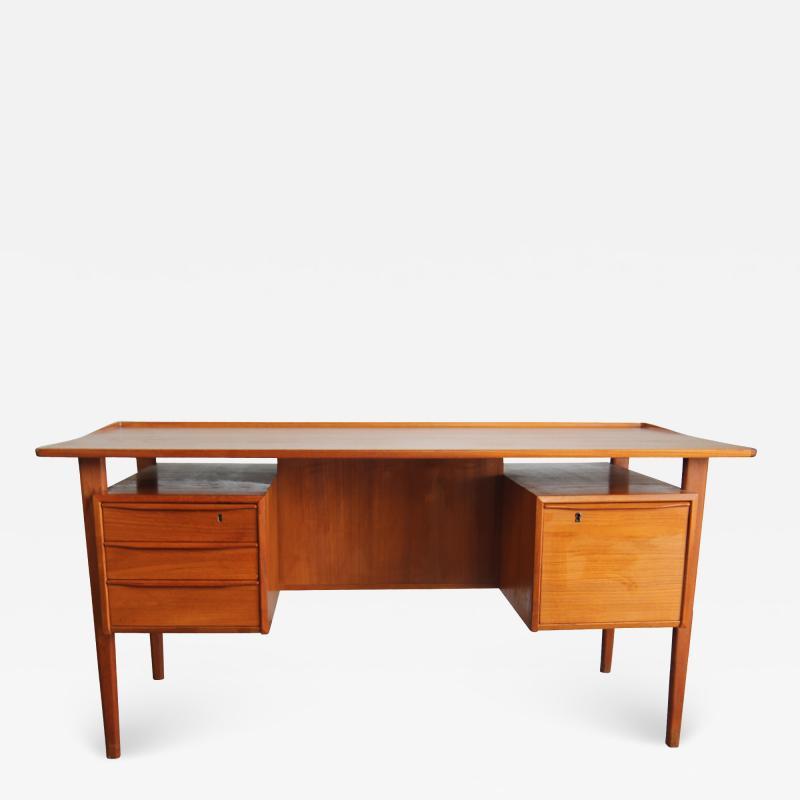 Peter L vig Nielsen Peter Lovig Nielson Designed Floating desk