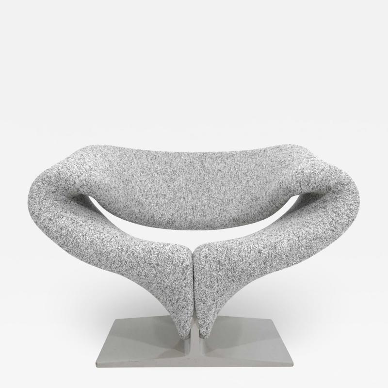 Pierre Paulin Pierre Paulin Ribbon Chair in White and Gray Upholstery
