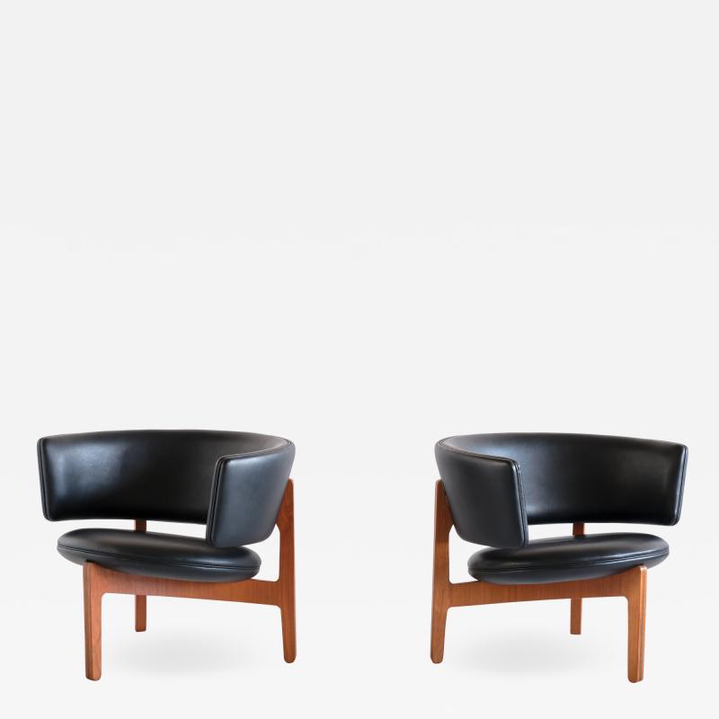 Sven Ellekaer Pair of Sven Ellekaer Three Legged Lounge Chairs Chr Linneberg Denmark 1962