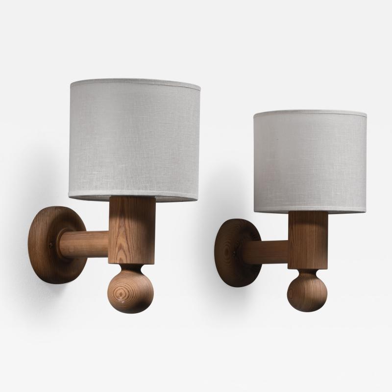 Uno Osten Kristiansson Pair of Uno Osten Kristiansson wall lamps for Luxus