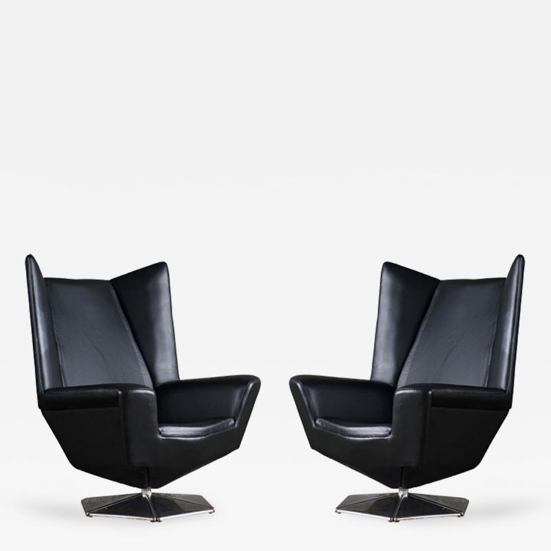 Voitto Haapalainen Pair of Voitto Haapalainen Prisma Lounge Chairs