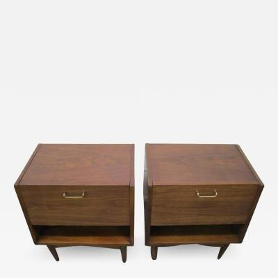American of Martinsville Stylish Pair of American of Martinsville Walnut Nightstands Mid Century Modern