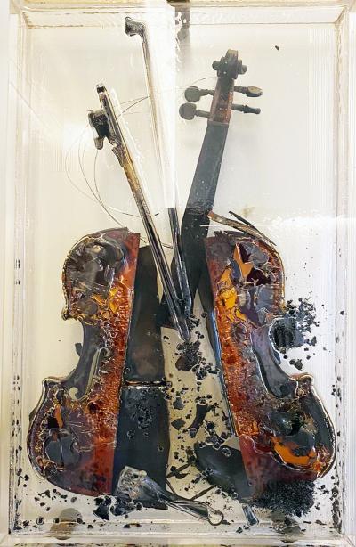 Arman Col re de Paganini by Arman