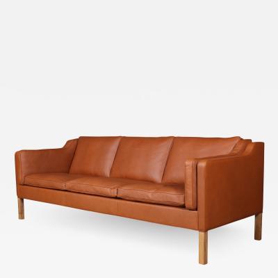 B rge Mogensen Borge Mogensen B rge Mogensen Freestanding trepers sofa model 2213 Newly upholstered