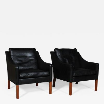 B rge Mogensen Borge Mogensen B rge Mogensen Pair of armchairs model 2207 original upholstered 2