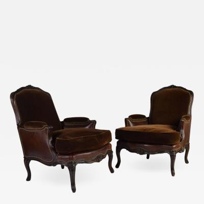 Henredon Furniture Berg re Louis XV Style Chairs in Mohair and Leather by Henredon