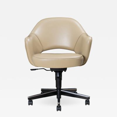 Knoll Saarinen Executive Arm Chair in Leather Swivel Base by Eero Saarinen for Knoll