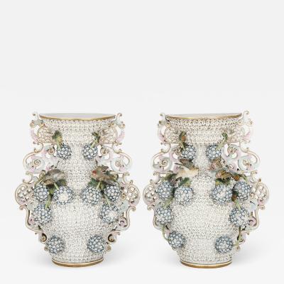Meissen Porcelain Manufactory Pair of porcelain Rococo and Meissen style Schneeballen vases