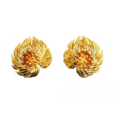 Van Cleef Arpels Pair of 18 Karat Gold Earclips by Van Cleef Arpels Paris 1959