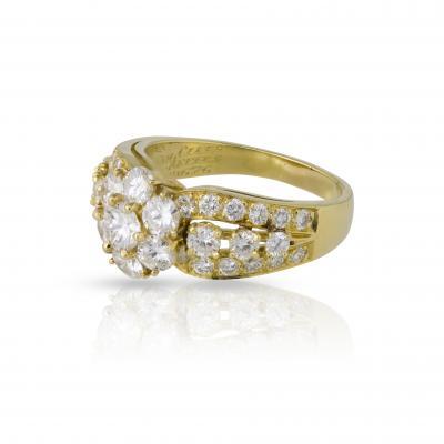 Van Cleef Arpels Van Cleef Arpels diamond fleurette ring