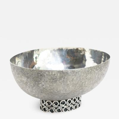 Wiener Silber Schmiede Handsgeschlagen Viennese Austrian Sterling Silver crafted footed bowl from mid 20th century