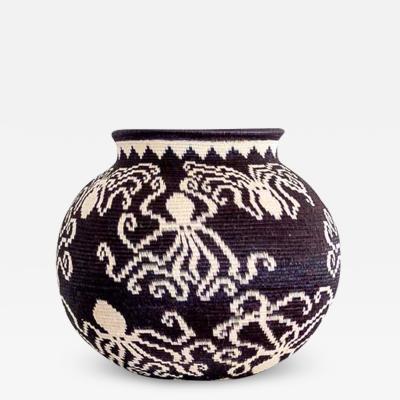 Wounaan Weaver Pulpo on Black Wounaan Basket