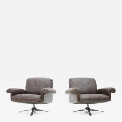 de Sede Pair of Swivel Leather Lounge Chairs DS 31 by De Sede 1970s