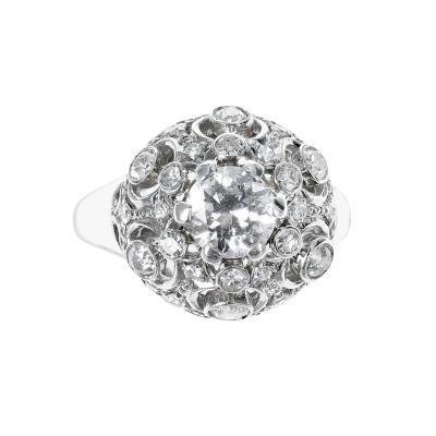 0 85 CENTER DIAMOND PLATINUM RING WITH ACCENTING 0 90 ROUND DIAMONDS PLATINUM