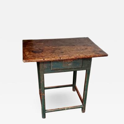18th Century Rhode Island Tavern Table In Old Paint
