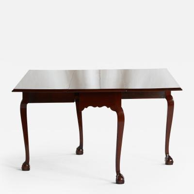 18TH CENTURY SALEM CHIPPENDALE MAHOGANY TABLE WITH BALL CLAW FEET