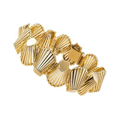 1960s Abstract Shell Shaped Gold Link Bracelet